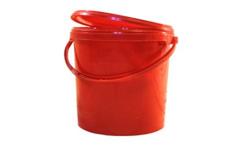 蓋付き赤バケツ
